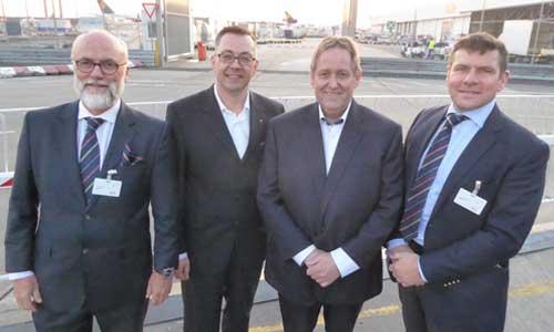 ACD-Finanzvorstand Christoph Papke, IATA-Bereichsleiter Zentraleuropa Mathias Jakobi, Luftfahrtberater Martin Gouda (Buck Consultants), ACD-Präsident Prof. Christopher W. Stoller (v.l.n.r.) am Flughafen Frankfurt Bildquelle: Aircargo Club Deutschland